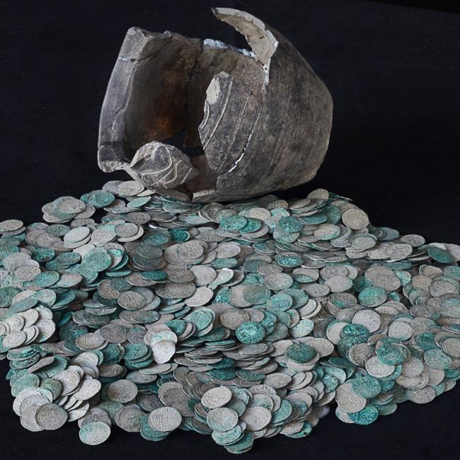 Unikatowy skarb monet z Trójcy – Zawichostu!